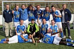 Ulrika tillsammans med sina lagkamrater i guldglädje efter segern i Para-SM. Foto: Susann Sannefjäll