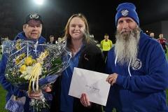 Årets grundenspelare 2016 Ulrika Jansson flankeras av prisutdelarna Anders Nilsson och Patrik Ejderteg. FOTO: Susann Sannefjäll